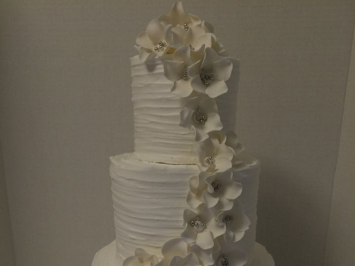 Tmx 1461268671757 Horizontal Texture Gumpaste Flowers Tiered Wedding Seattle, WA wedding cake