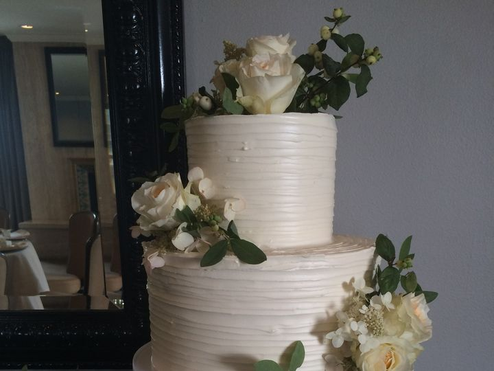 Tmx 1488389794982 Horizontal Buttercream Wedding Tiered Fresh Flower Seattle, WA wedding cake