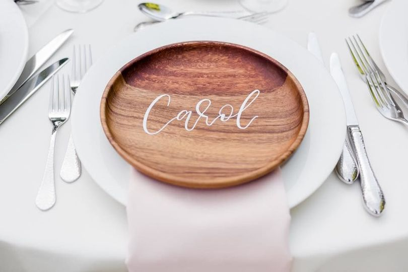 Wood plates with white calligraphy