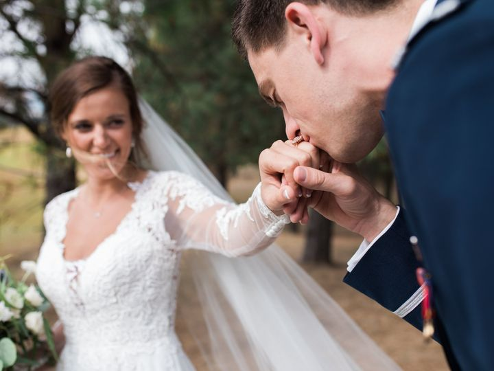 Tmx 1536039491 Ab77874ab438f00d 1536039487 Fbcb3f59f916c5d5 1536039480374 3 Kiss Spokane, WA wedding photography