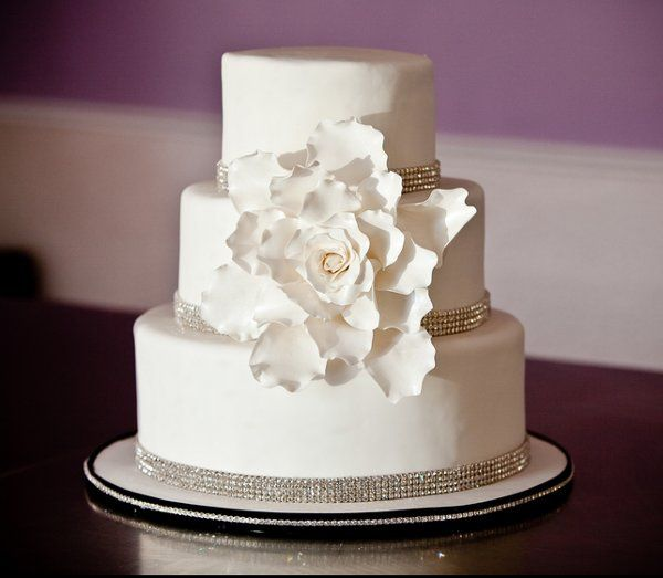 White rose sugar cake