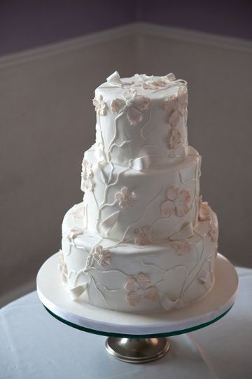 White cake with pattern pumpings