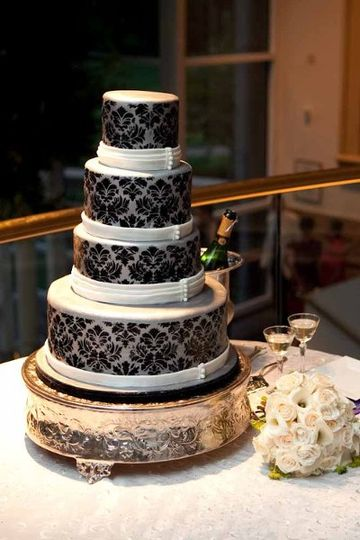 Black and white patterns on cake
