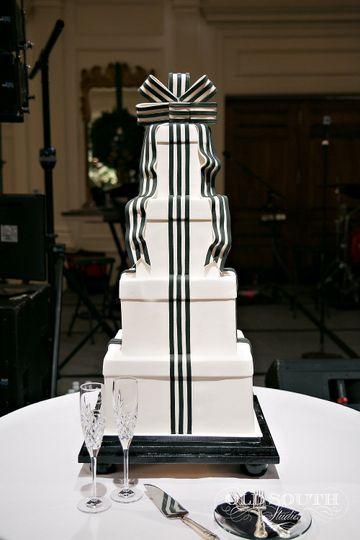 Gift inspired cake