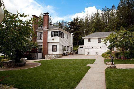 Monte Verde Inn's driveway