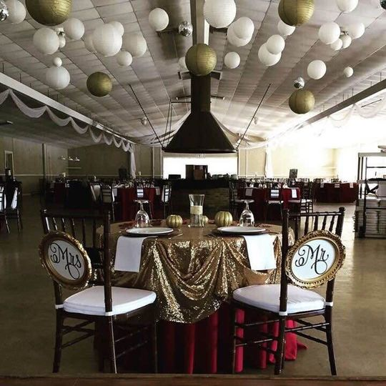 Gold balloons and linens