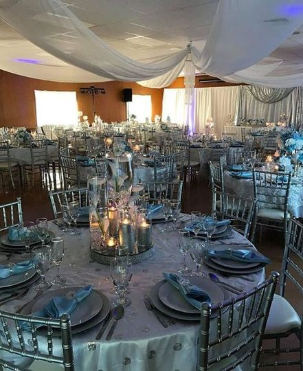 Silver and baby blue table decor