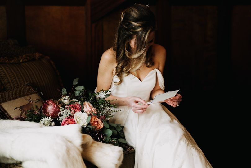 Bride reading the letter