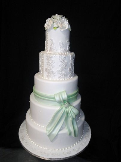 Lace and bow cake