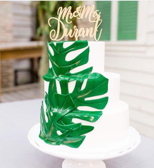 Buttercream cake fondant leave