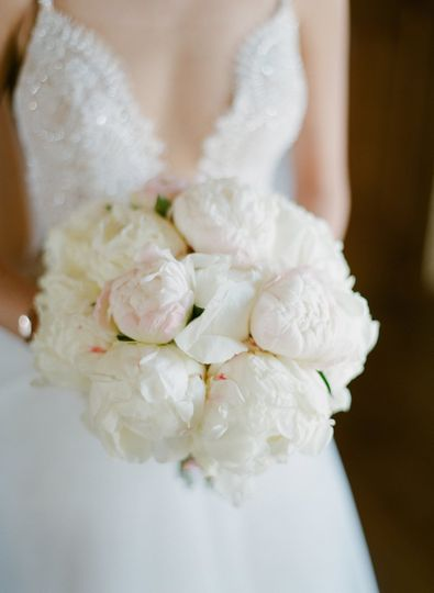 White bouquet Greg FInck PhotographyModern LA WeddingsMalibu Rocky Oaks Estate Vineyards