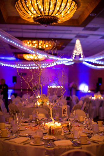 Table setting with uplighting