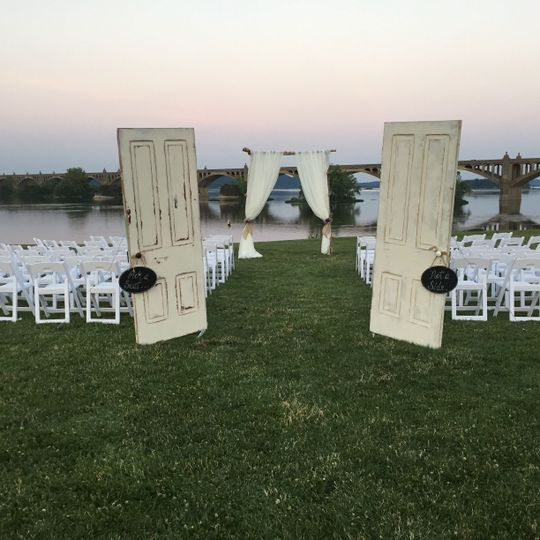 Doors and arch for a ceremony