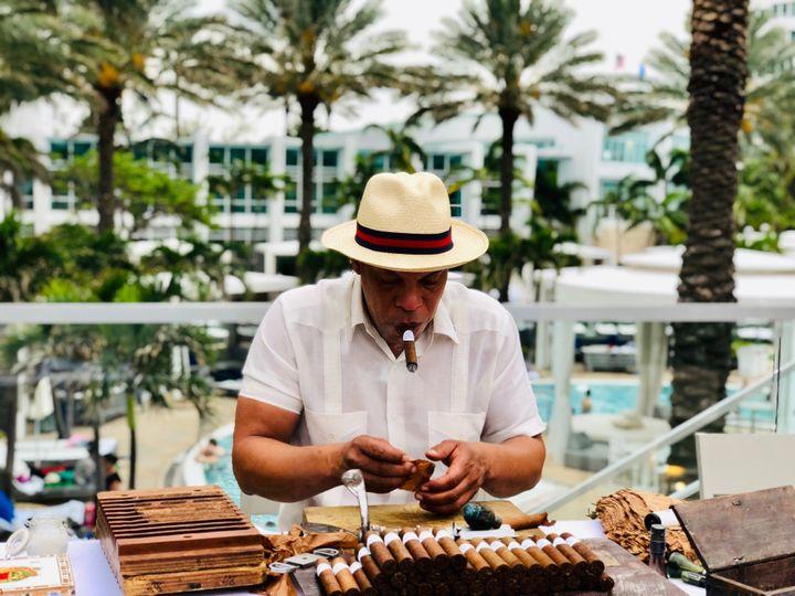 Live Cigar Rolling