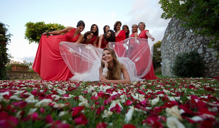 Coral and white rose petals perfectly match the bridal party!