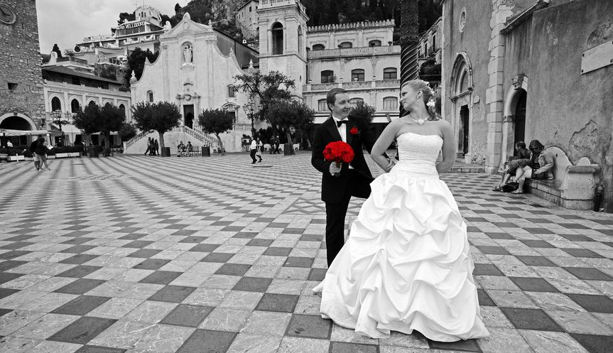 Old meets new in this wedding photo shoot in Venice.