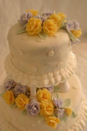 2 tier cake with gumpaste roses