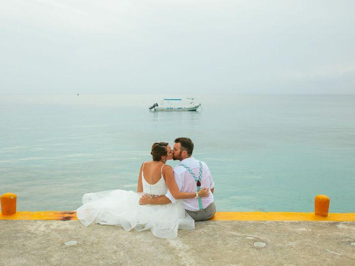 Tmx 1518095958 0b98a02779308b58 1518095955 65bf3dba2ad094d0 1518095944815 6 Rachelmeganphotogr Glen Carbon, IL wedding photography