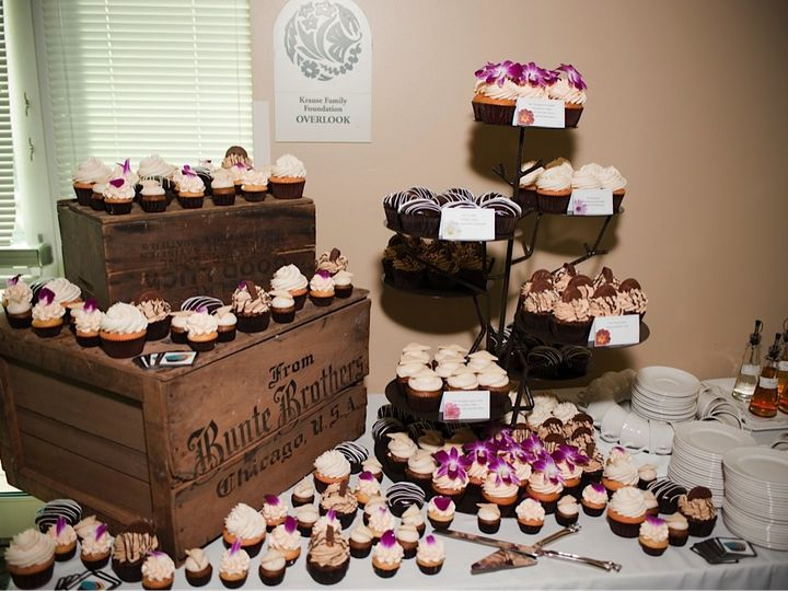 Tmx 1377870897415 Aguilarwedding10 Milwaukee wedding cake