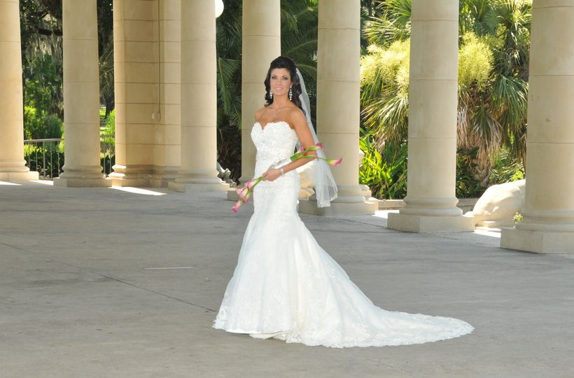 Bridal pictures in city park