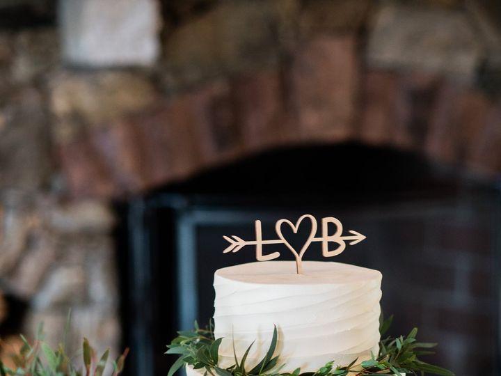 Tmx 1 Getting Ready 0185 51 45212 161309354845182 Shrewsbury, MA wedding cake
