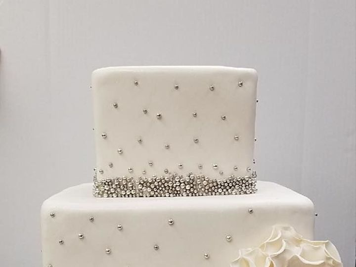 Tmx 1530201558 96232e69f20387d7 1530201558 238a9123be3dd892 1530201557862 6 Classic Square Sil Shrewsbury, MA wedding cake