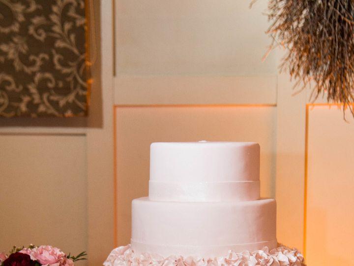 Tmx 1530201603 59777d1c60086f36 1530201599 Ca105ad321812efe 1530201598745 10 Elegant Shrewsbury, MA wedding cake