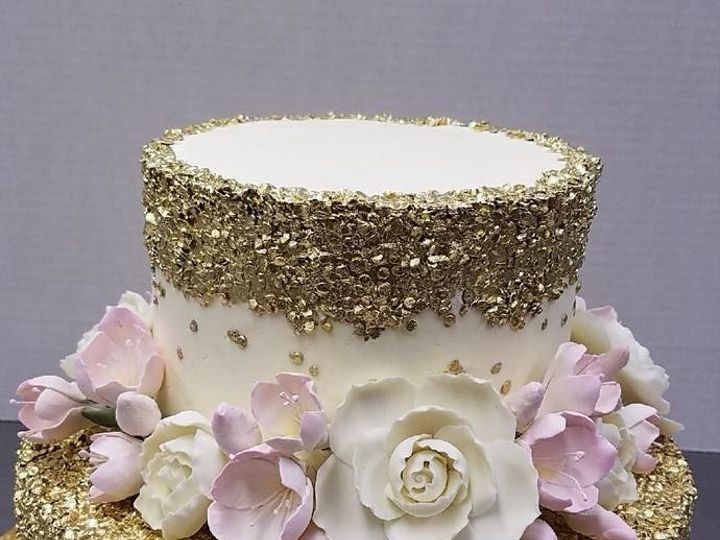 Tmx 1530201619 57ea5b86c8a90daa 1530201619 145e96c8309bf618 1530201618683 13 Gold Flowers Shrewsbury, MA wedding cake
