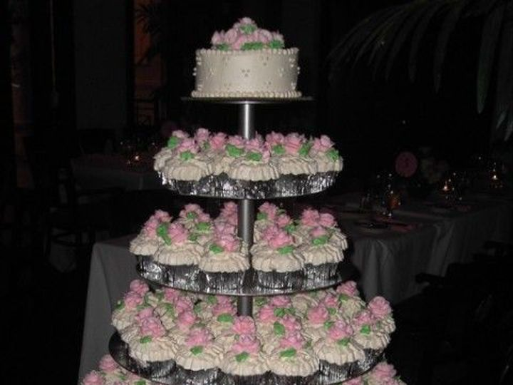 Tmx 1531499337 21967c28face5379 1531499336 5b940dc593d47573 1531499338177 17 02 Wedding Photos Shrewsbury, MA wedding cake