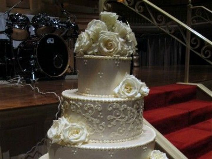 Tmx 1531499383 Bebb0e109ca97c0d 1531499382 9f69b3487cdb60b7 1531499365663 30 55 IMG 1836 Shrewsbury, MA wedding cake