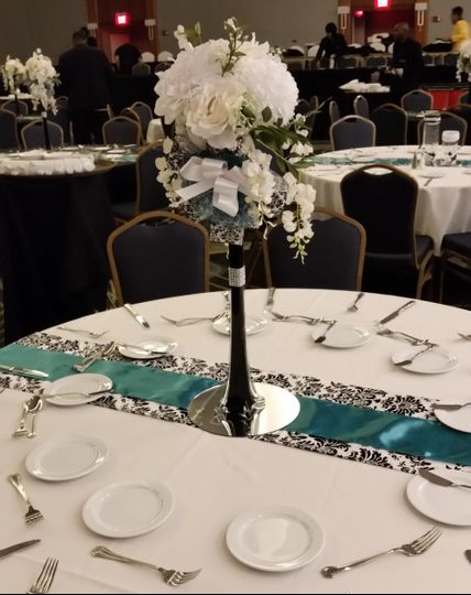 800x800 1469039368009 bishop smith floral centerpiecetables