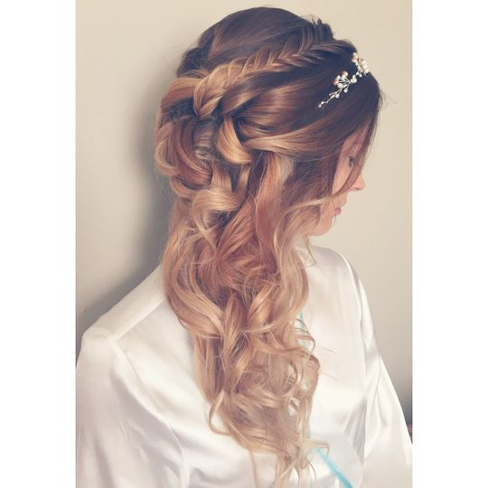 Curly wedding hair with accessory