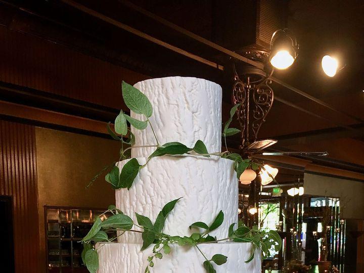 Tmx 1518975294 1c5c16a463efd58a 1518975291 B90e3c41153796aa 1518975284454 21 Carla Schier Seattle wedding cake