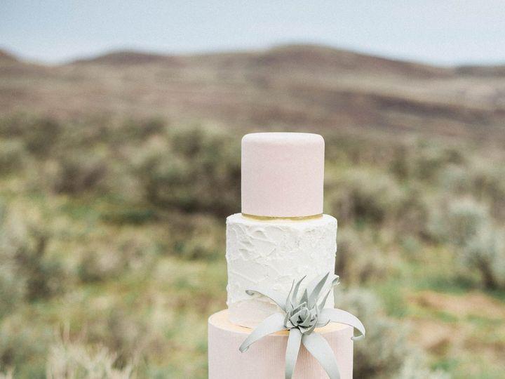 Tmx 1518975294 1e0f3ff4cc8e5c3f 1518975291 Afff8de1ca3b7210 1518975284455 23 Film Scan   Honey Seattle wedding cake