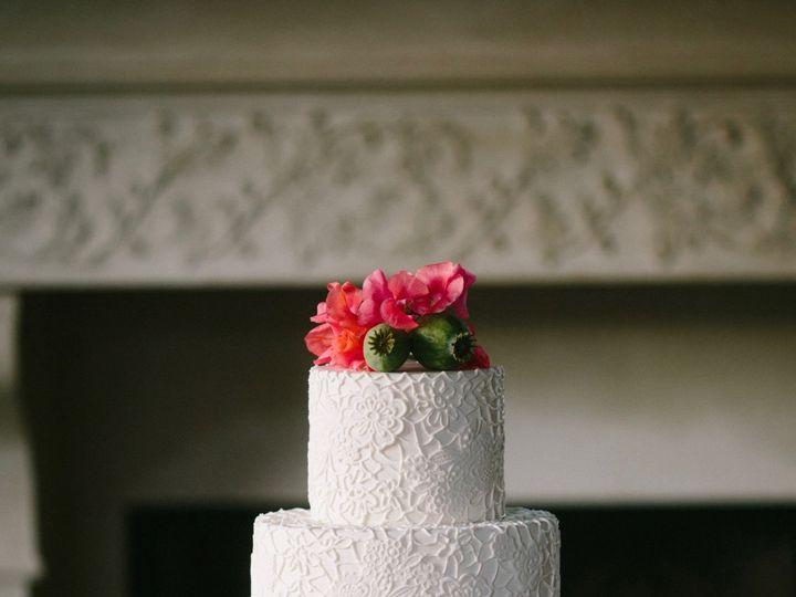 Tmx 1518975325 7a5514ff9ed1ae54 1518975286 26598c21cf84572e 1518975284436 13 Angela And Evan P Seattle wedding cake