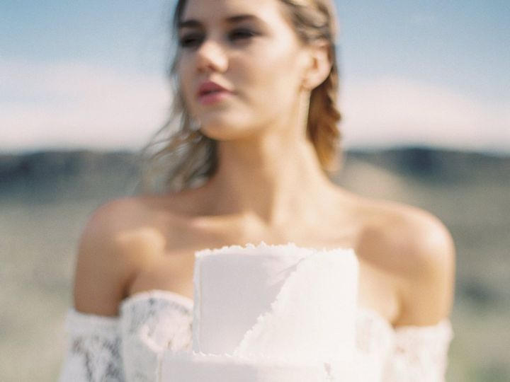 Tmx 1518975537 65425735f525ea79 1518975535 28c67c6570da74db 1518975534941 1 Blue Rose Photogra Seattle wedding cake