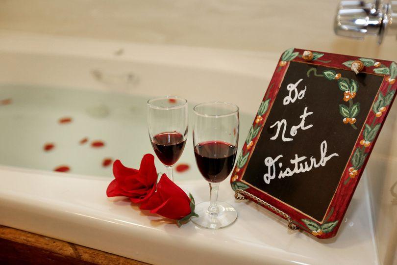 The Laurel Honeymoon Suite