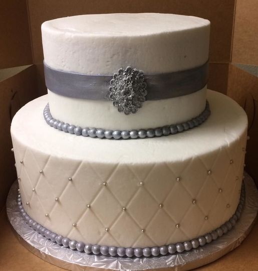 Diamond latticework on buttercream with silver pearls and brooch