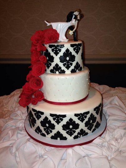 Black damask-red roseslattice with pearls