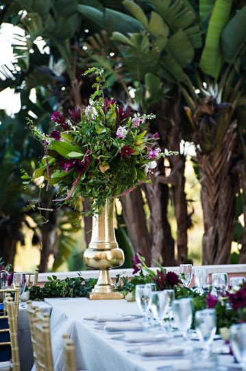 Table setting with floral cnterpiece