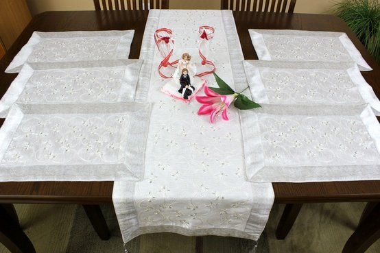 Unique table placemat and runner set