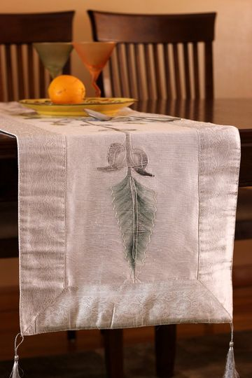 Dazzling and elegant table runner, painted artistically by hand