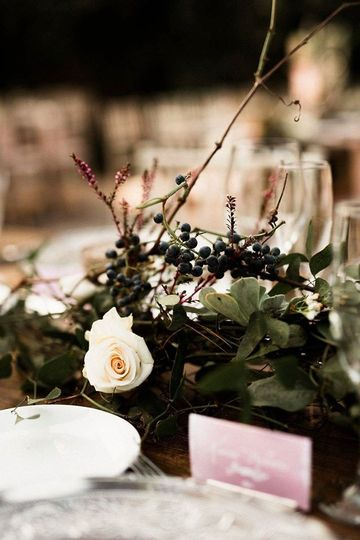 Grapevine table arrangement