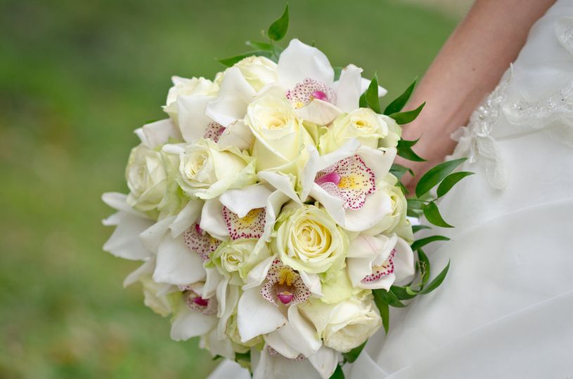 29ffdb5a86ff6241 1518604077 1ac38936838e99af 1518604072854 4 Bouquet of orchid