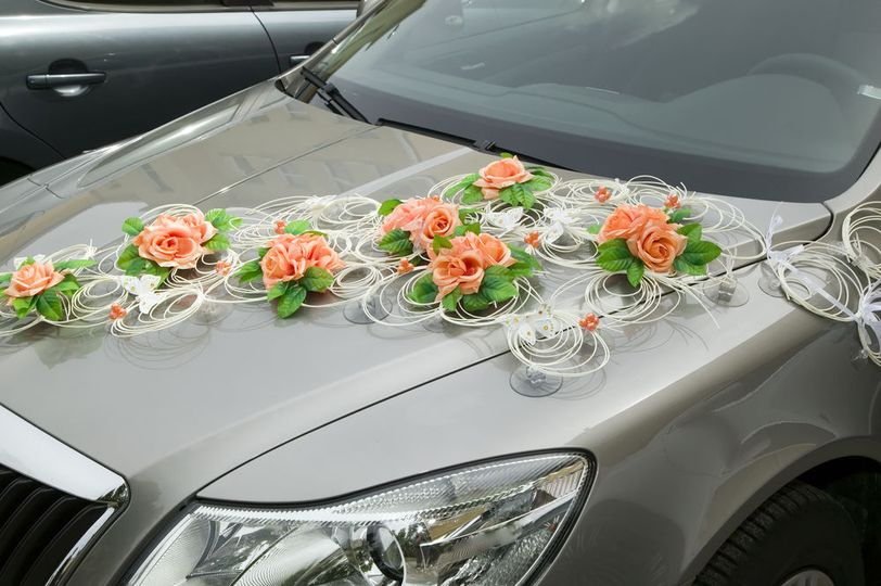 cd818e3938357a8a 1518604078 f6599621db8e0ee7 1518604072856 5 Car with flower we