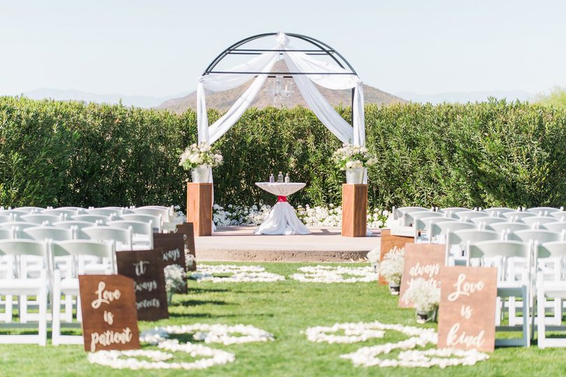 Outdoor ceremony layout