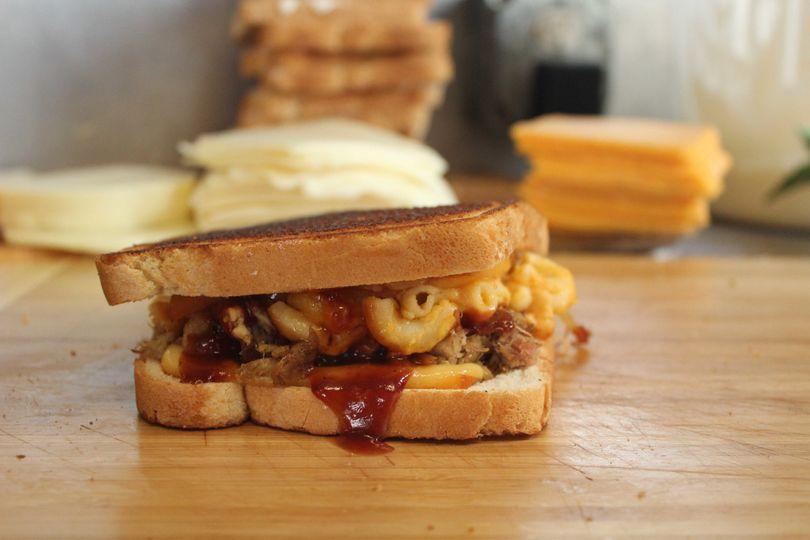 Baked mac sandwich