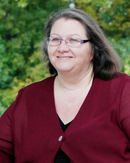 Lynda Harris, Officiant
