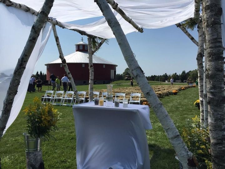 Outdoor wedding by Round Barn