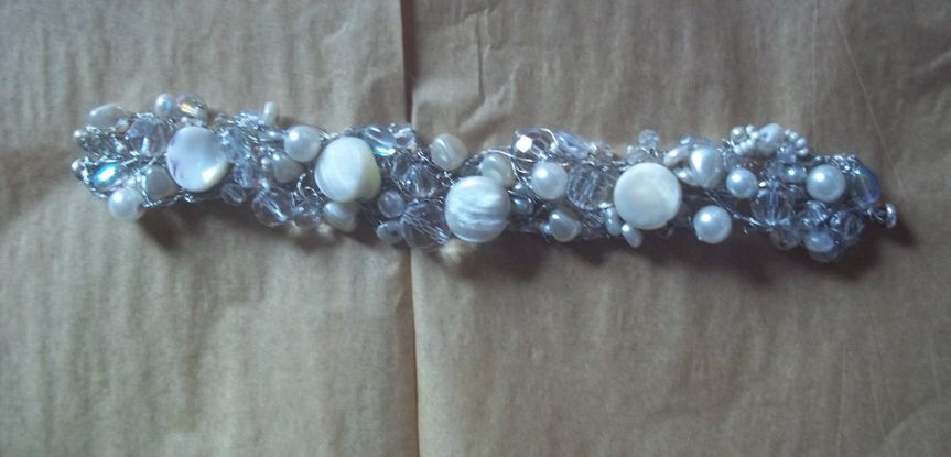 This braclet can be made with gold, silver or even black wire. It also can be made 2 rows wide or...